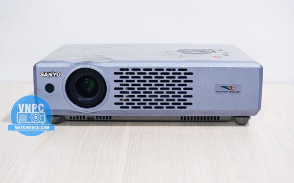 Máy chiếu cũ Sanyo PLC-XU48 giá rẻ cho phòng diện tích vừa và nhỏ
