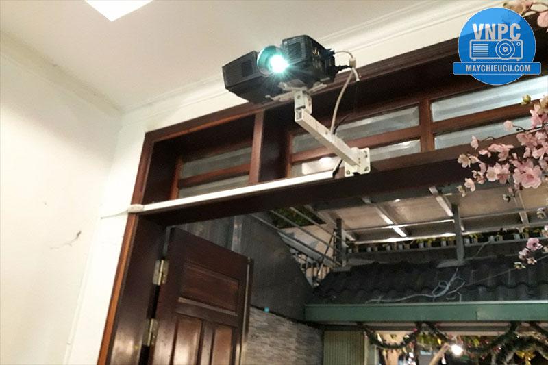 Lắp máy chiếu Optoma S316 cũ cho quán Cafe & Trà sữa