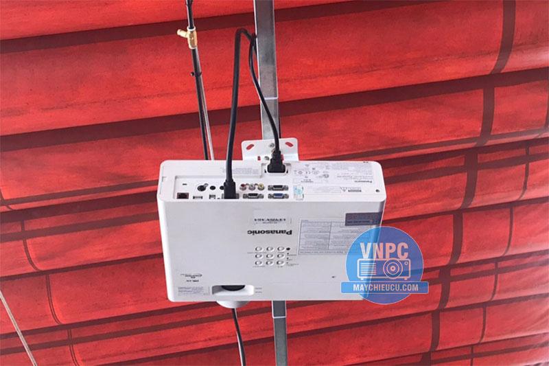 Lắp Máy Chiếu Panasonic PT-VX415NZ Xem Bóng Đá Quán Cafe