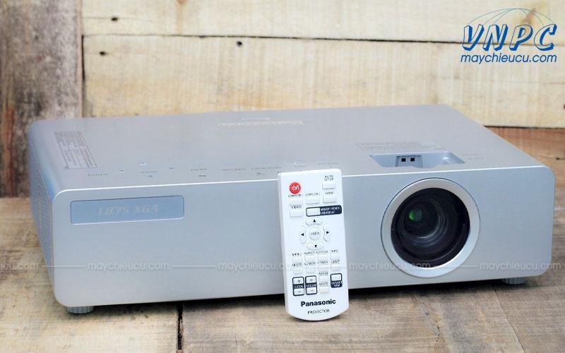 Máy chiếu cũ Panasonic PT-LB75