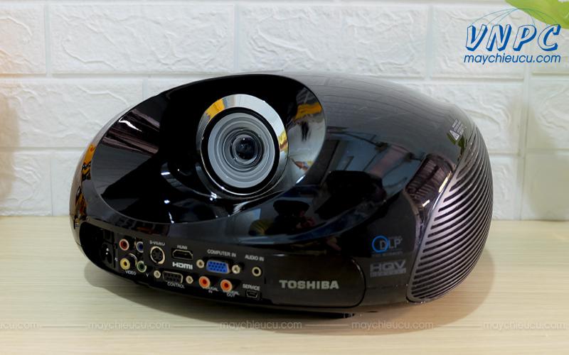 Toshiba TDP-ET10 Máy chiếu siêu gần cũ