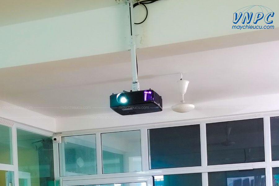 VNPC lắp đặt máy chiếu Optoma S341