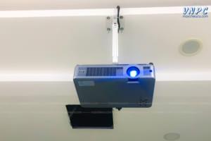 VNPC lắp đặt máy chiếu Eiki LC-XB33