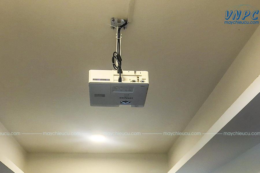 Lắp đặt Hitachi CP-EX303 và Màn chiếu 100 inch