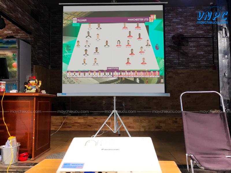 Máy chiếu Panasonic PT-LB1 và màn chiếu 3 chân 100 inch